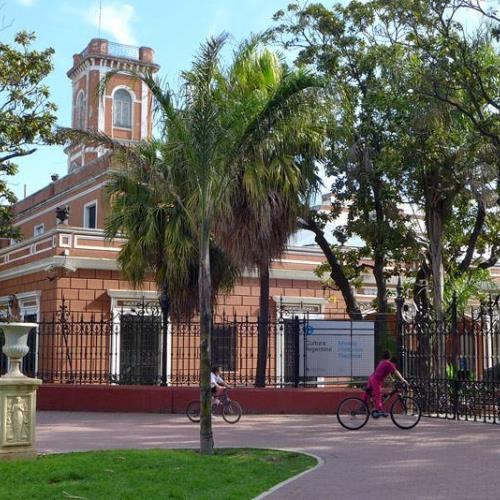 El museo sale al parque: Un paseo histórico por el Lezama.