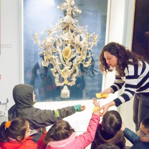DETECTIVES EN EL MUSEO