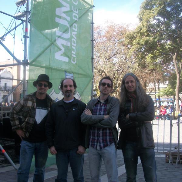 Rockea la banda El Prisma