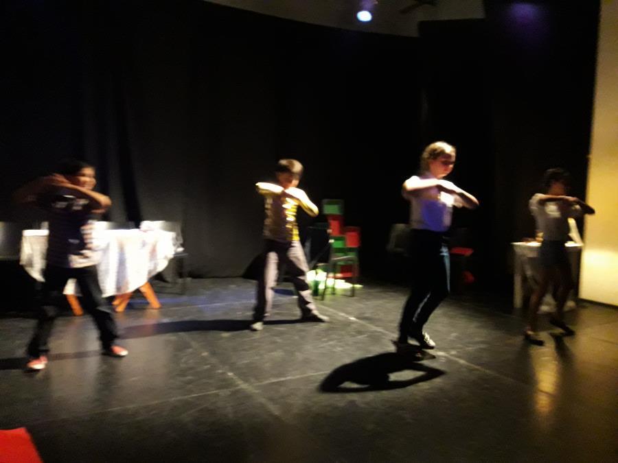 Teatro Danza para ninxs a  partir de los 7 años