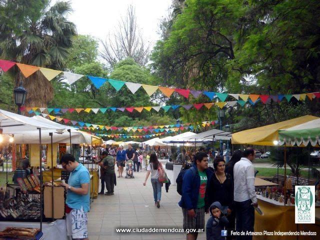 Feria De Artesanos Plaza Independencia Mendoza
