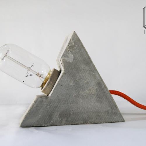 HOLUZ pirámide | Lámpara de hormigon