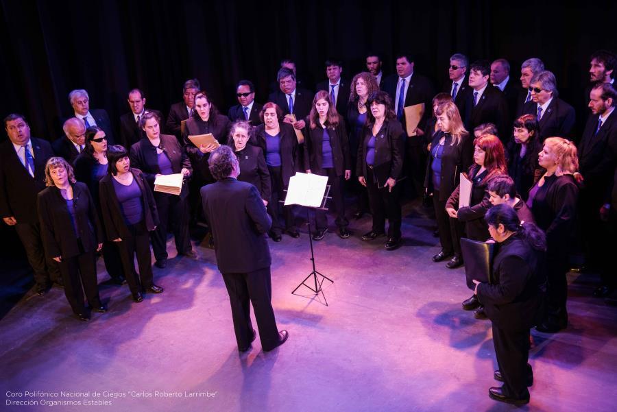 El Coro Polifónico Nacional de Ciegos canta en la Academia Nacional de Medicina