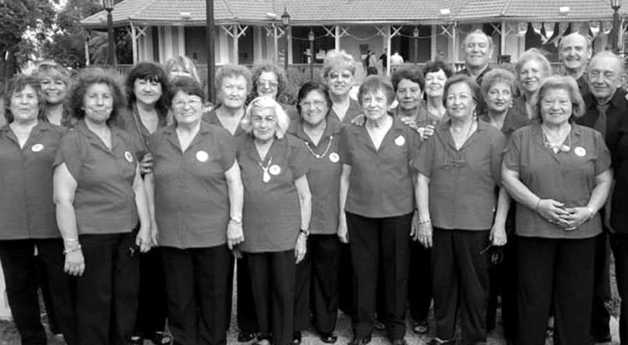 El Coro Voces de Otoño en el Aniversario del M.A.S