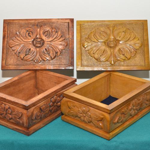 Caja de madera tallada y laqueada a mano