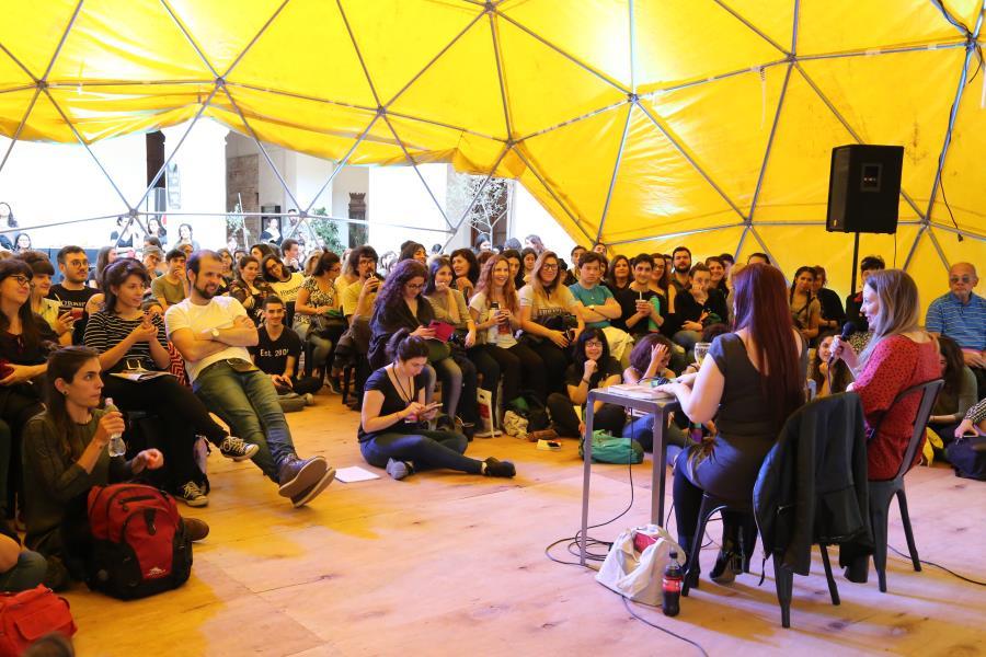 Mesa debate Un poema por Stefan, de María Andrea Vázquez.