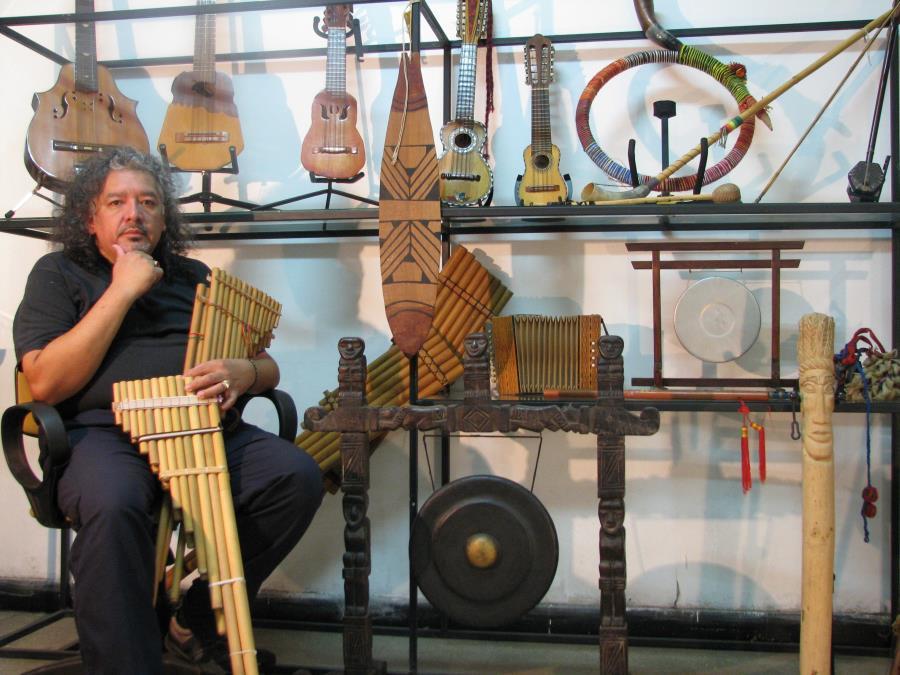 Exposición Instrumentos musicales colección privada Aldo Rodriguez