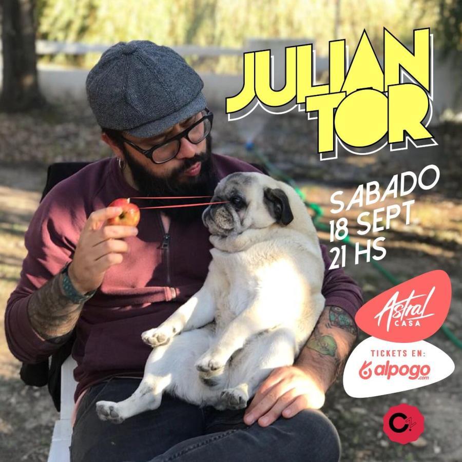 Julian Tor en Casa Astral