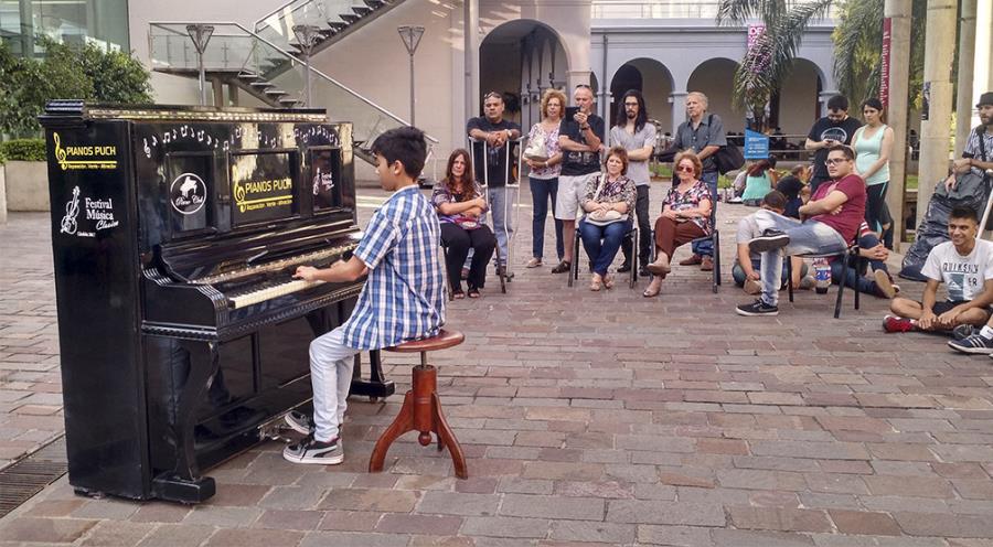 Piano Libre en el Paseo del Buen Pastor