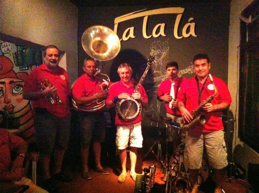 Small Jazz Band en La la lá Acoustic Bar