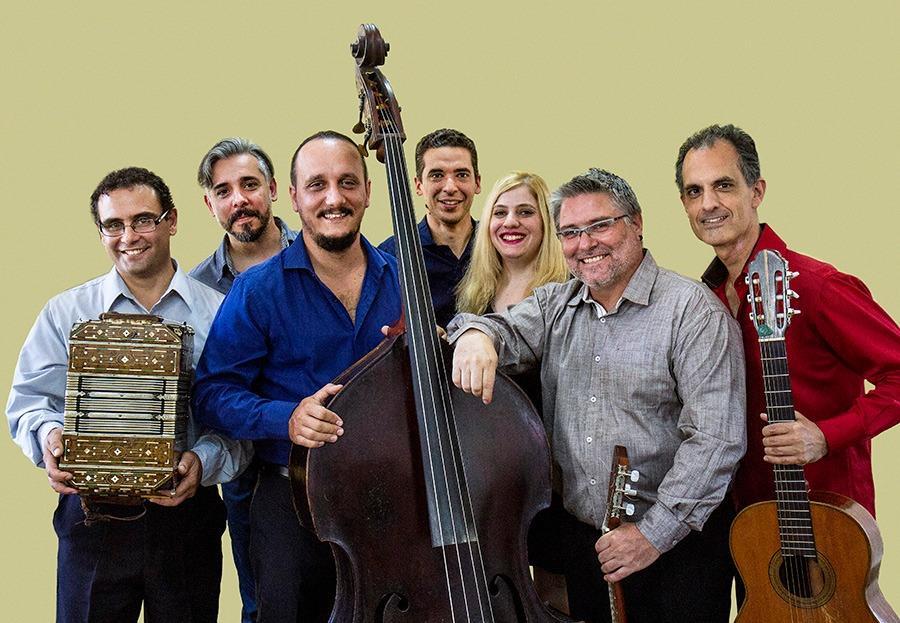 Actuación de la Banda de Música de la Asociación Cuerpo Bomberos Voluntarios de Río Tercero y el Ensamble Municipal de Música Ciudadana.