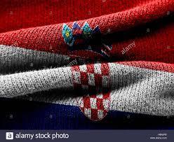 Exposición de banderas textiles en las ventanas del MIA.