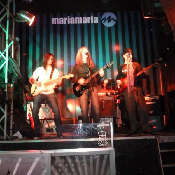 Recital de la banda EL PRISMA en María María