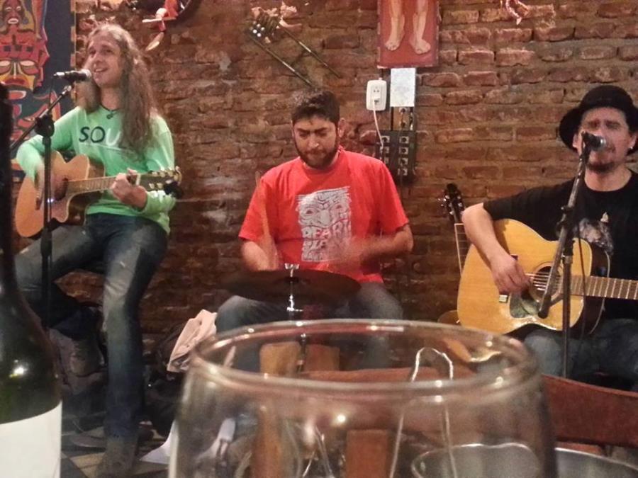 El Prisma Acústico celebra el Día del Amigo en Alfonsina restobar